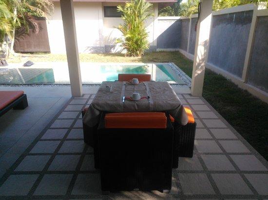 Phuket Pool Residence: préparation petit déj matin