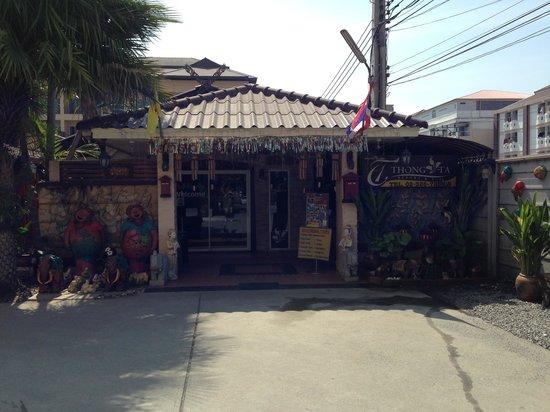 Thong Ta Resort: 新館への入口