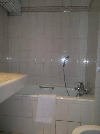 Hotel Alixia : Bagno poco illuminato