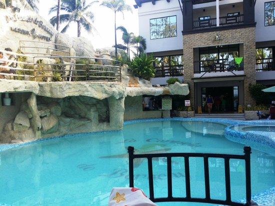 Boracay Travelodge Beach Resort: La Carmela de Boracay swimming pool