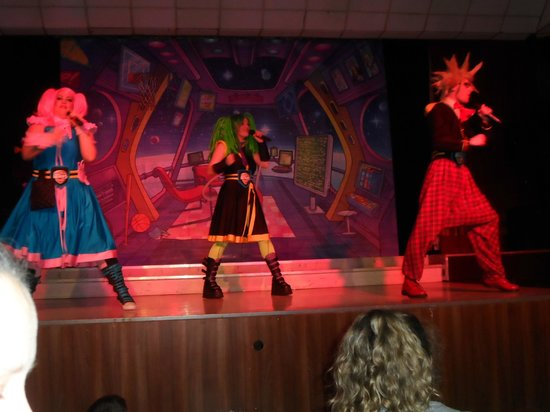 Cayton Bay Holiday Park - Park Resorts: Hero squad Show