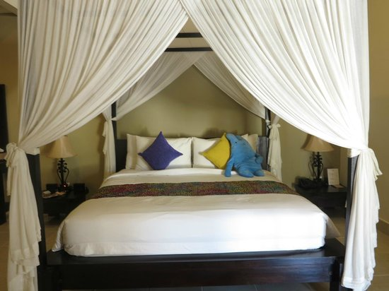 The Tukad Villa: Look at that bed!