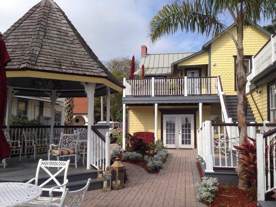 Bayfront Marin House Historic Inn: B & B