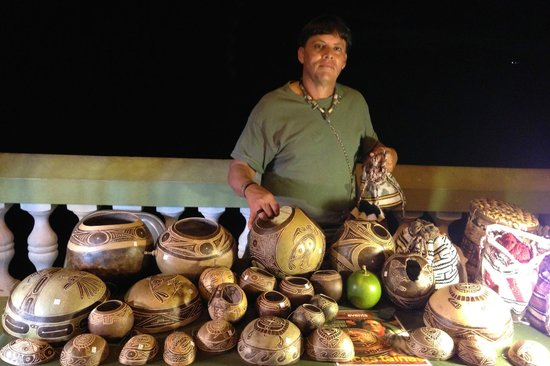 Malecon: Local Artist Selling His Work