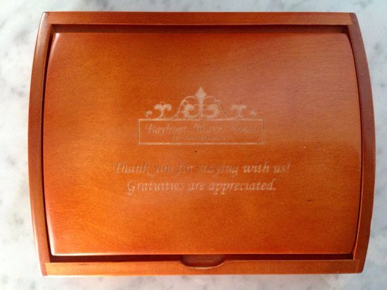 Bayfront Marin House Historic Inn: Gratuity- Box