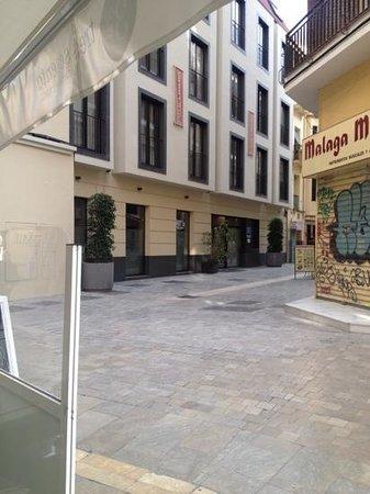 Itaca Malaga : hotel from corner of Calle Puerte Nueva
