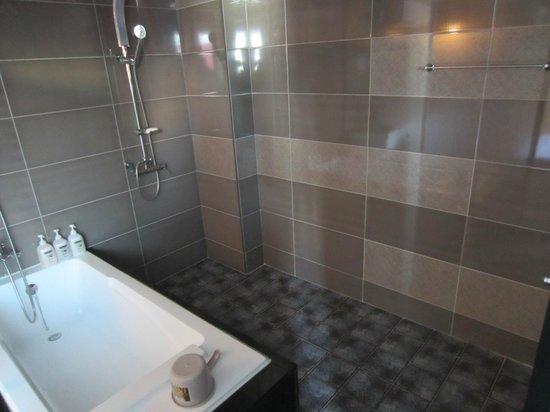 ForU Hotel: Big bathroom - yum