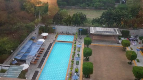 Jaypee Vasant Continental: pool