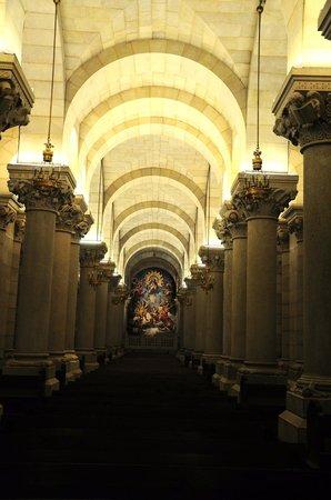 Catedral de Sta María la Real de la Almudena : Cripta