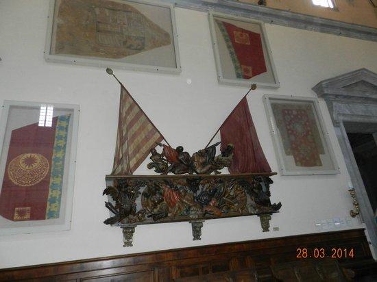 Piazza dei Cavalieri : Drappi e bandiere turche