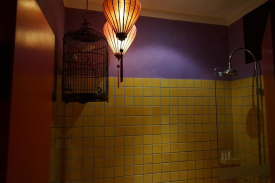 Shanghai Mansion Bangkok : バスルームにはシャワーだけ