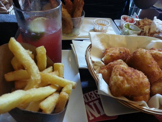 The Frog at Bercy Village: Snacks: camembert pané, frites...