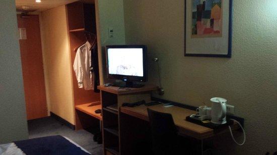 Timhotel Paris Place D'Italie: TV partiellement en anglais ...