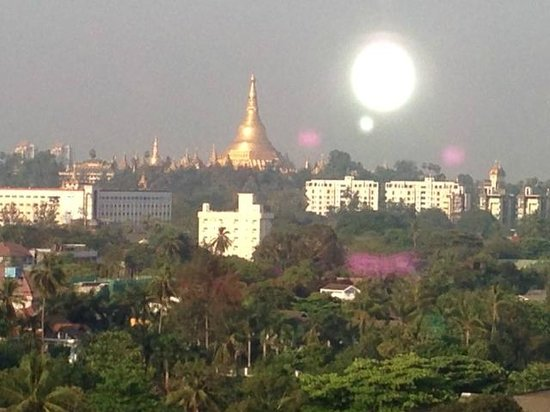 Hotel Grand United (Ahlone Branch): The view of the Shwedagon from Hotel Grand United