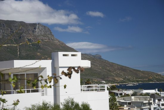 51 On Camps Bay Guesthouse: Dramatic coastal scenery