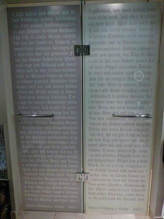 Steigenberger Grandhotel Handelshof: Goethe Zitate im Bad