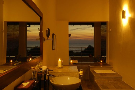 Aditya: Bathroom in Ocean Suite