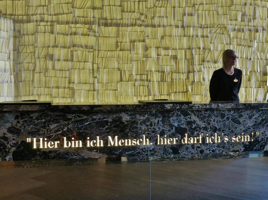 Steigenberger Grandhotel Handelshof: Goethe Zitat an der Rezeption