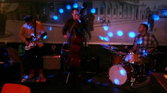 Hressingarskalinn: Sunday night Jazz Jam..... Nice.