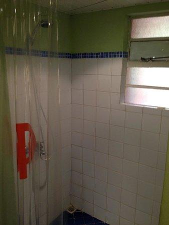Hotel Tamarin : shower