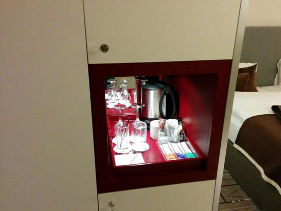 Radisson Blu Hotel, Zurich Airport: nice small niche for your tea break.