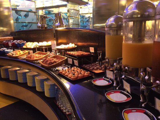 Disney's Hollywood Hotel : Buffet Breakfast