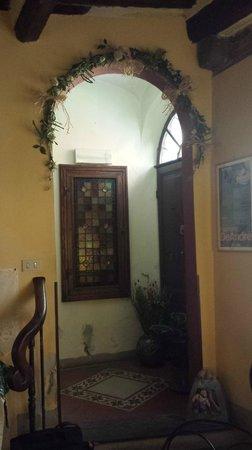 Antica Casa dei Rassicurati : particolare scala che porta alle camere