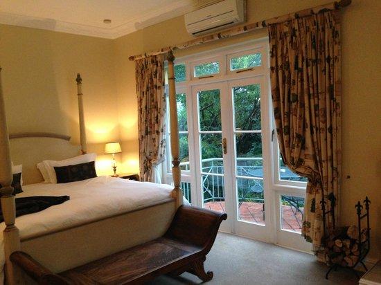 Franschhoek Country House & Villas: Bedroom overlooking the garden