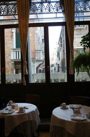 Centauro Hotel : Breakfast Room toward Canal