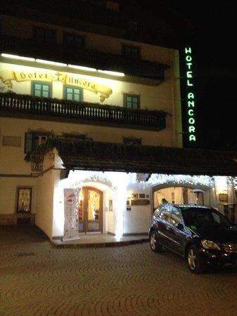 Hotel Ancora: esterno notte