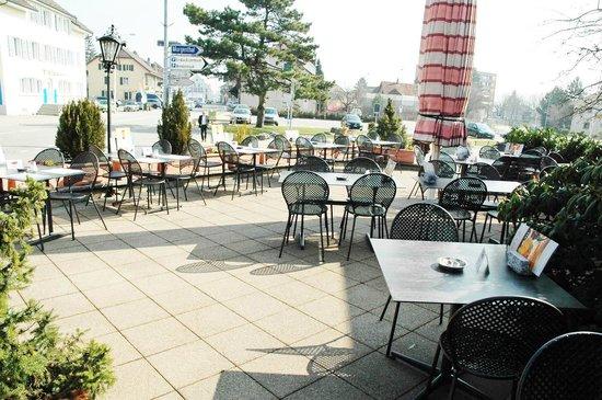 """Terrasse """"Bechburg"""" vom Café Knaus Oensingen"""