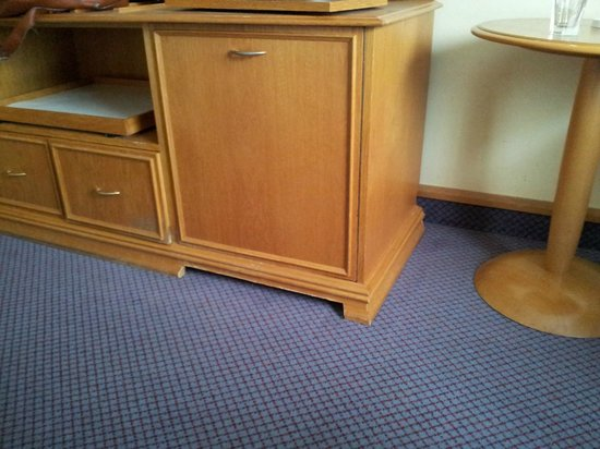 Hilton Bracknell: Cupboard with cutout at the bottom