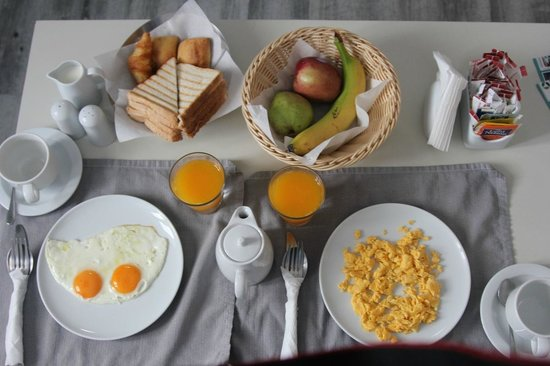 Mill Houses Elegant Suites: breakfast served in the room
