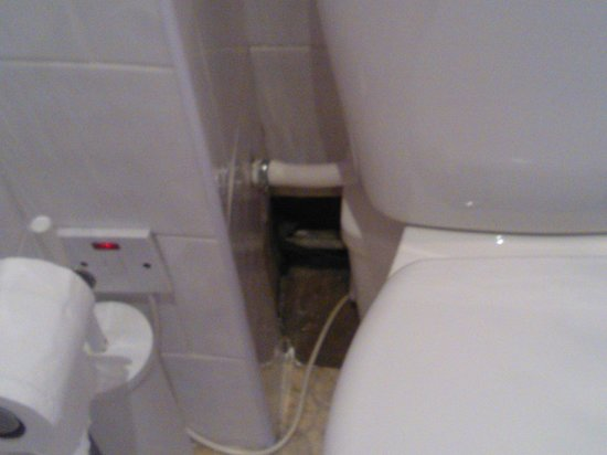 Kempfield House: hole in the wall behind toilet