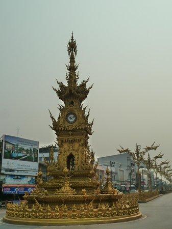 Clock Tower: Часовая башня.