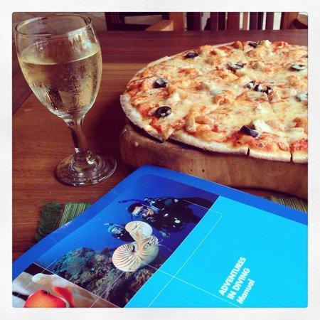 Corto del Mar : Pizza and wine