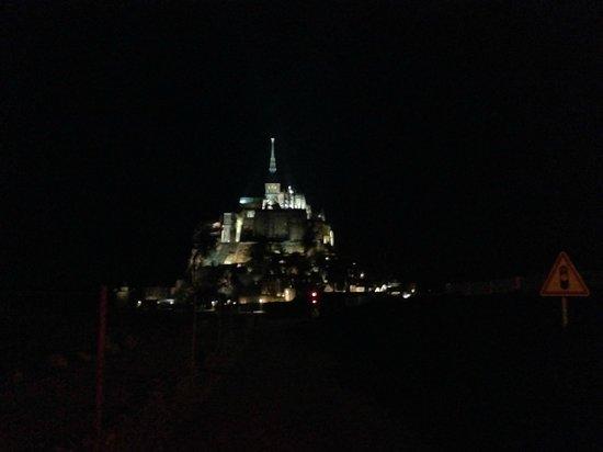 Abbaye du Mont-Saint-Michel : ライトアップは幻想的