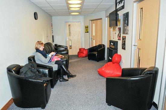 Hogan Music: Teaching waiting area