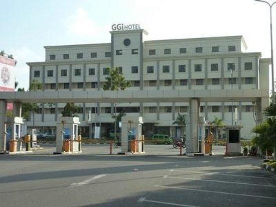 GGi Hotel: Hotel facade facing the Harbour Bay Mall
