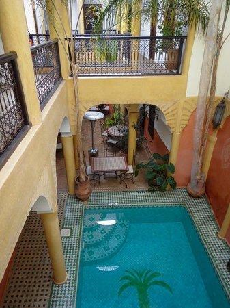 Riad Itrane : pool area