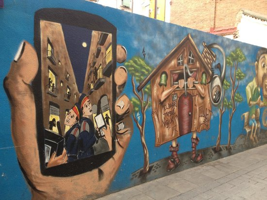 Travel Bound Barcelona Free Walking Tours : serious issues are displayed in street art