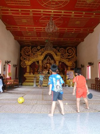 Wat Mung Muang: Внутри храма.