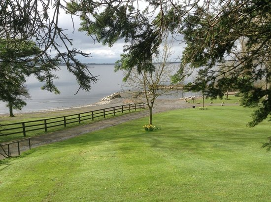 Crover House Hotel & Golf Club: Lough Sheelins Lovely Shore (Song) Just outside Hotel door