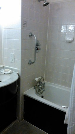Hilton Coventry Hotel: Good shower, old one not used