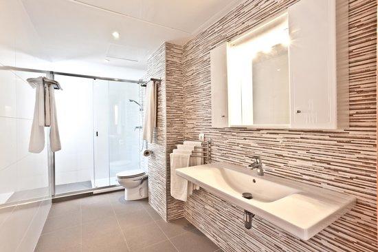 Apartamentos Bahia: Baño principal