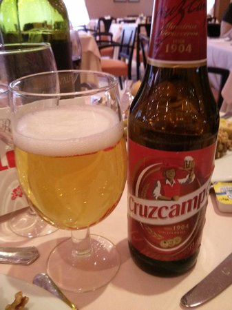 Ayre Hotel Sevilla: A beer at the hotel restaurant - Dinner