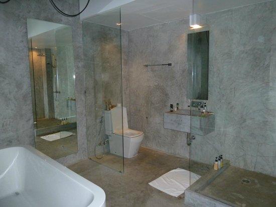 ELLA Bed: Bathroom