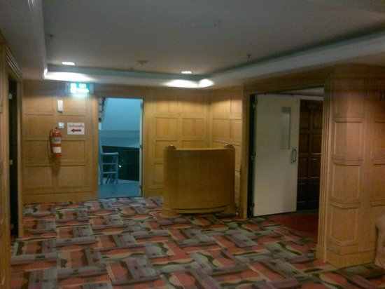 Jomtien Palm Beach Hotel & Resort: Хол этажа