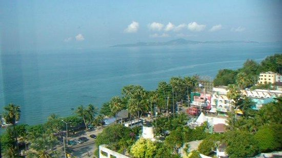 Jomtien Palm Beach Hotel & Resort: Вид из стандартного номера