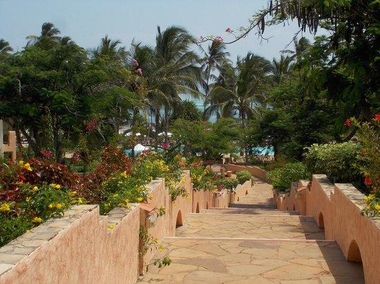 VOI Kiwengwa Resort: vialetto centrale